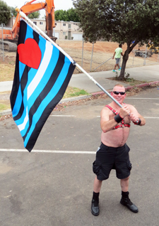 images/articles/news/regional/2014_Events/San_Diego_Leather_Realm_2014/San Diego 2014 Eagle Owner Nicholas Leather Pride Flag.JPG
